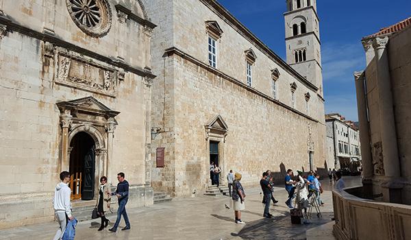 croatia-tourism-people-on-street